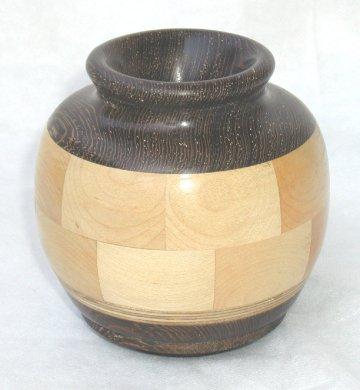 כד מעץ מיפל עם ונגה